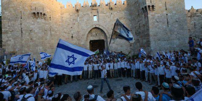 jerusalem-day-flag-israel-parade-damascus-gate